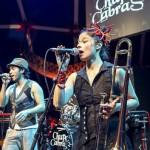 Band auf der Bühne im Tollwood Festivalclub