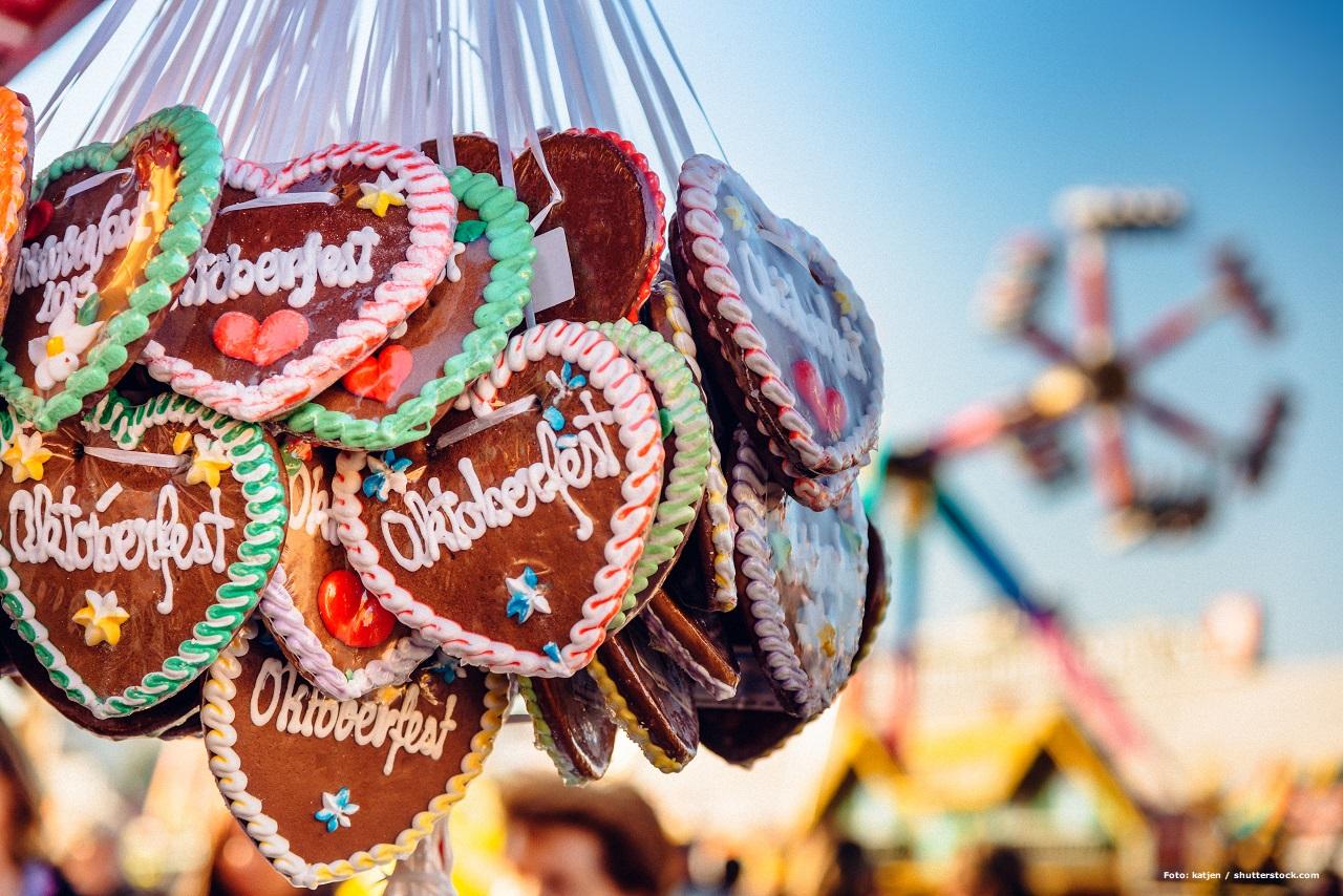 Oktoberfest 2020: Zwei Tipps für Deinen Firmenbesuch: Das Bild zeigt einen Bund Lebkuchenherzen.